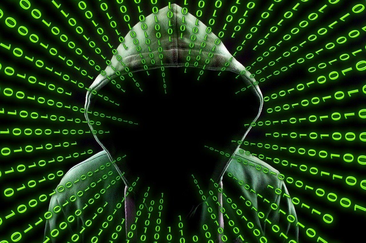 Carte prepagate e sicurezza, immagine di un hacker